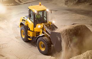 Устройство подстилающих и выравнивающих слоев основания из песчаных материалов: песка и мытого песка